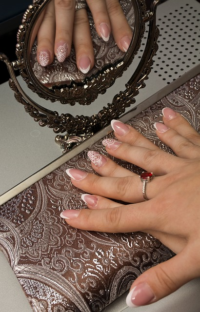 mobile manicures on Vogue Beauty
